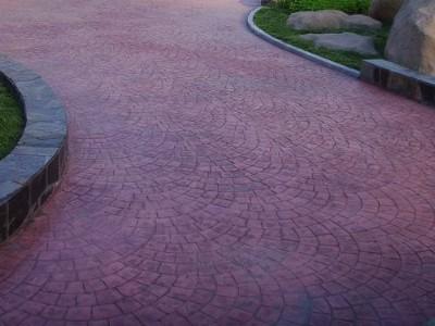 云南彩色压花地坪在施工时的注意事项