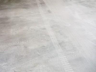 水泥地面起砂怎么办?昆明装甲地坪告诉你直接有效的处理方法