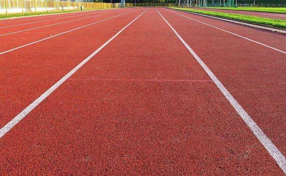学校体育场:塑胶跑道