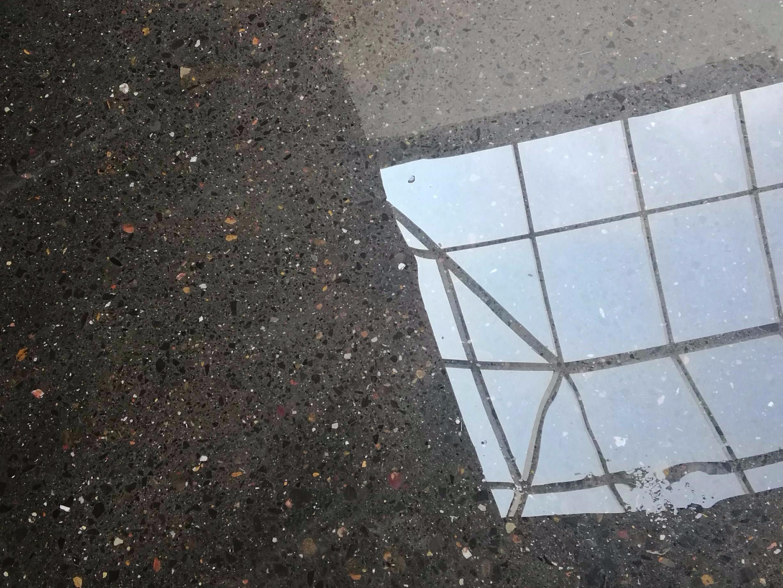 耐磨地坪固化剂为什么能够防止地面起砂?