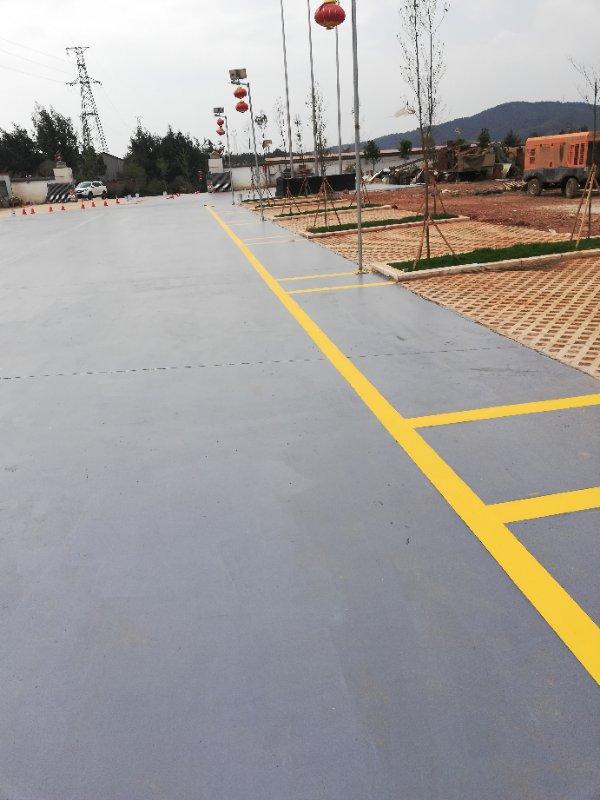 彩色透水地坪露天停车场